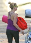 Reese Witherspoon going to a yoga class in Venice -02