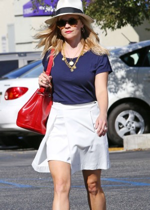 Reese Witherspoon - Heading to a Meeting in Santa Monica