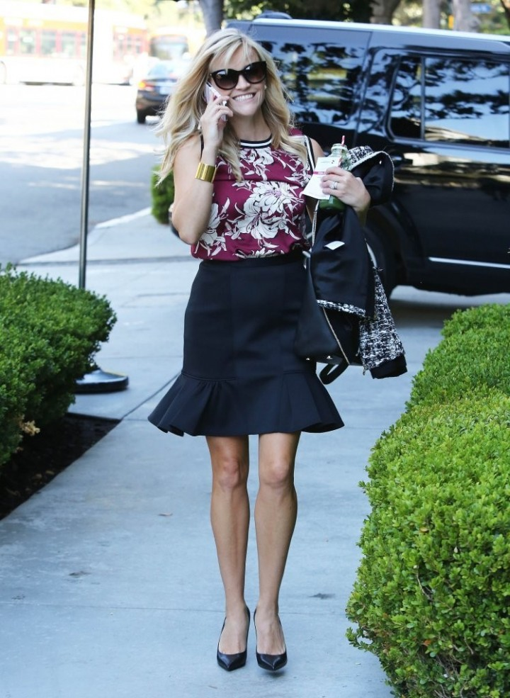 Reese Witherspoon in Short Skirt - Heads to a meeting in Westwood