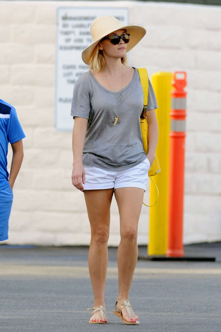 Reese Witherspoon in Shorts at the Tavern Restaurant in Brentwood