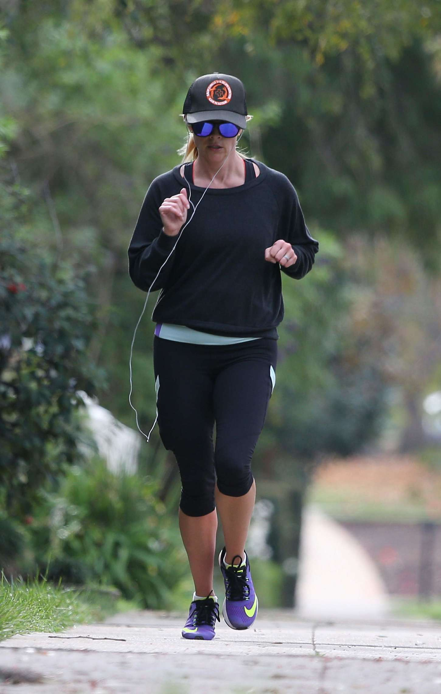 Reese Witherspoon 2014 : Reese Witherspoon in Leggings -01