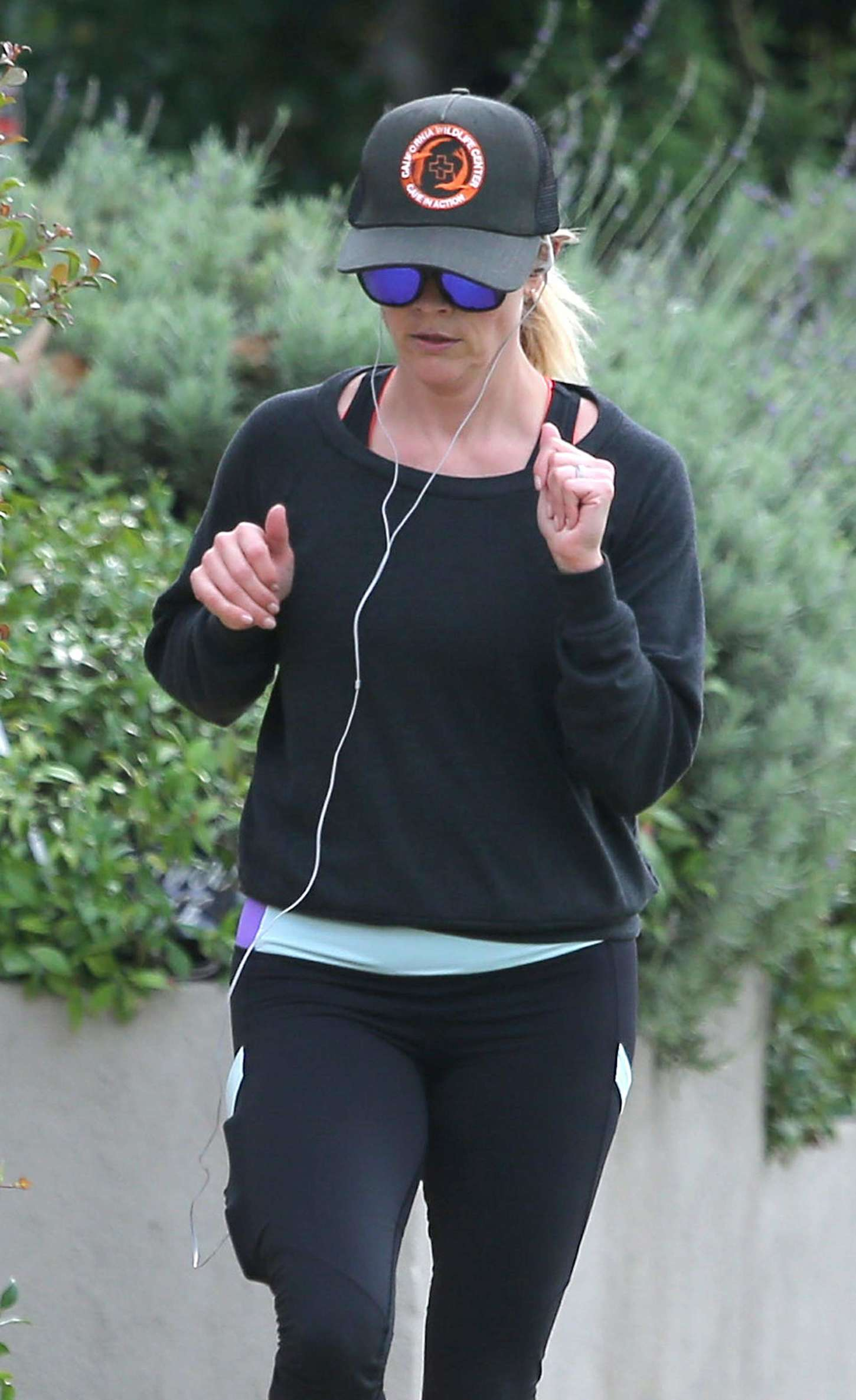 Reese Witherspoon 2014 : Reese Witherspoon in Leggings -03
