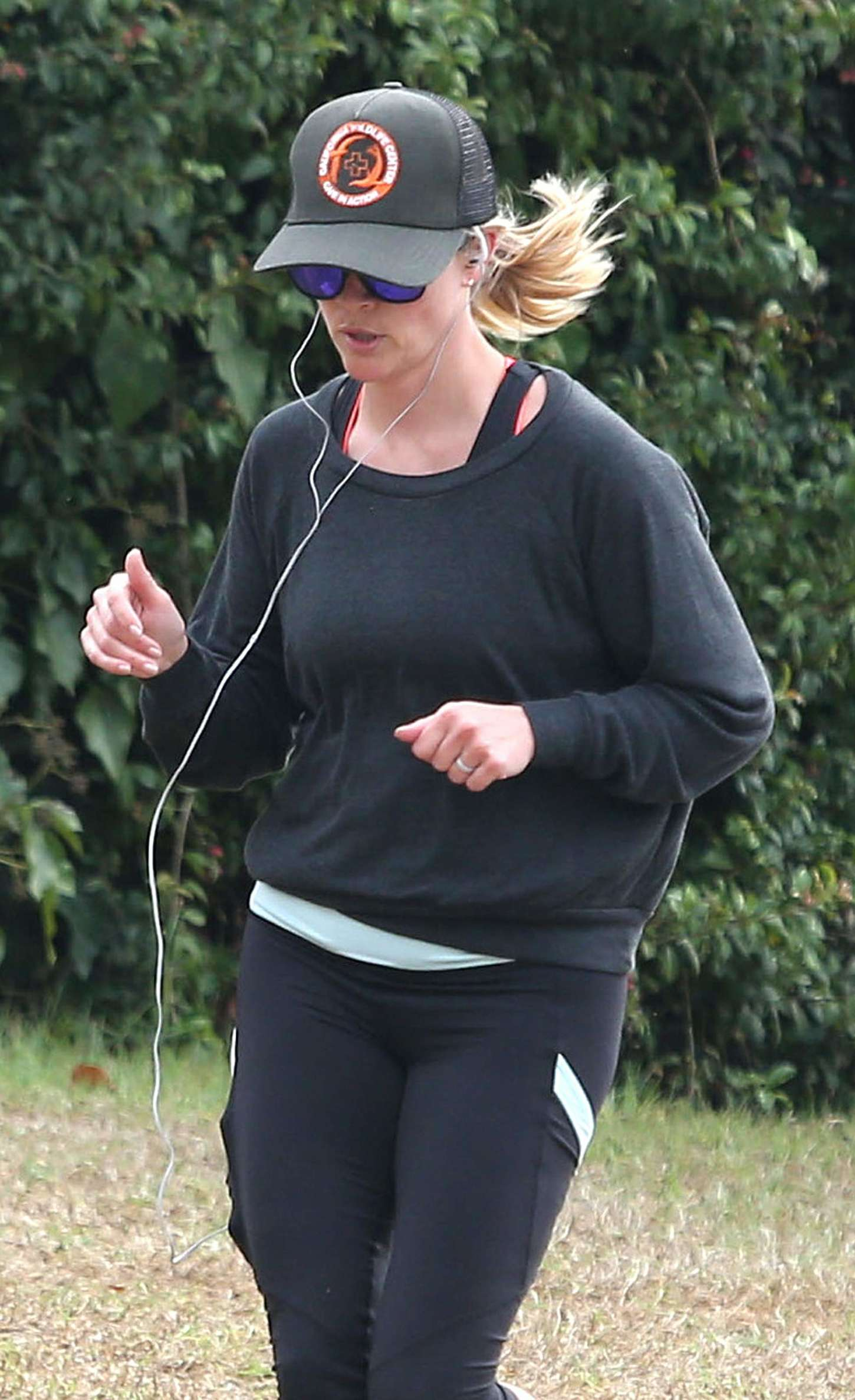 Reese Witherspoon 2014 : Reese Witherspoon in Leggings -04
