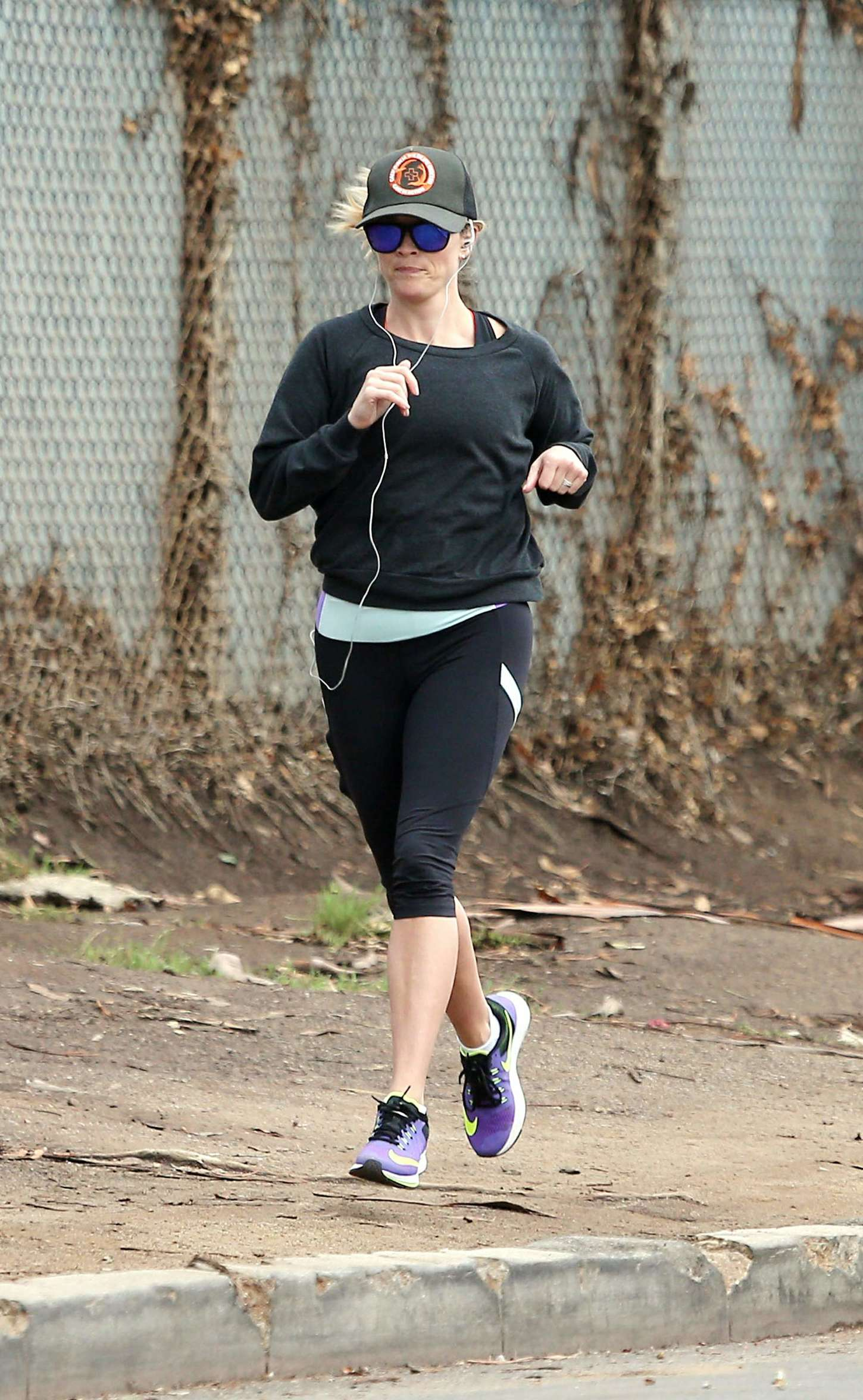 Reese Witherspoon 2014 : Reese Witherspoon in Leggings -05