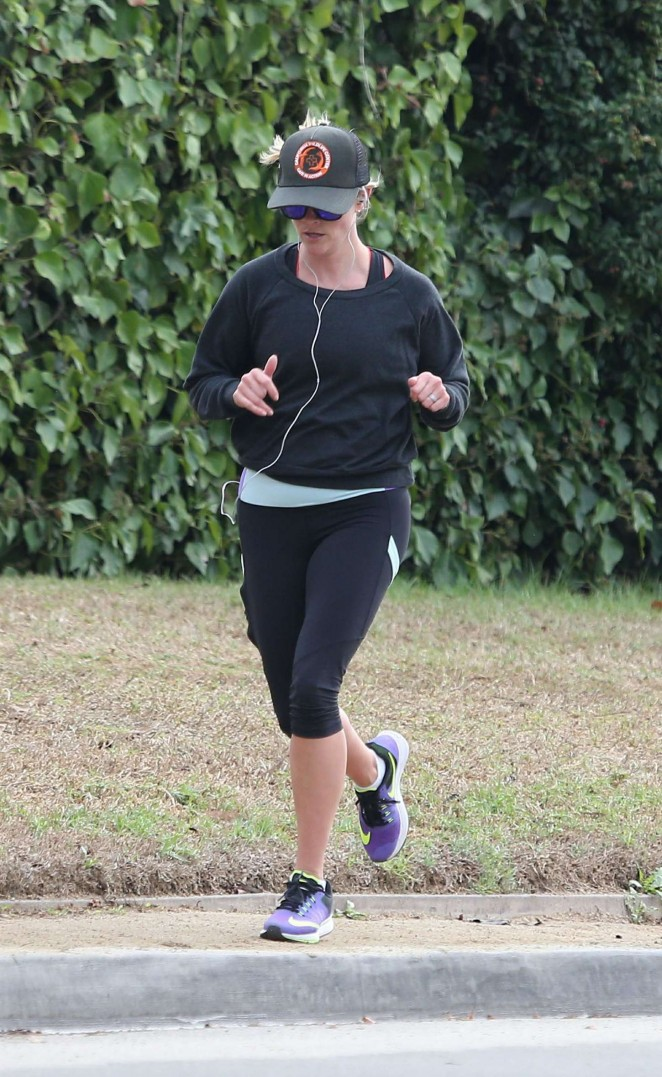 Reese Witherspoon 2014 : Reese Witherspoon in Leggings -10