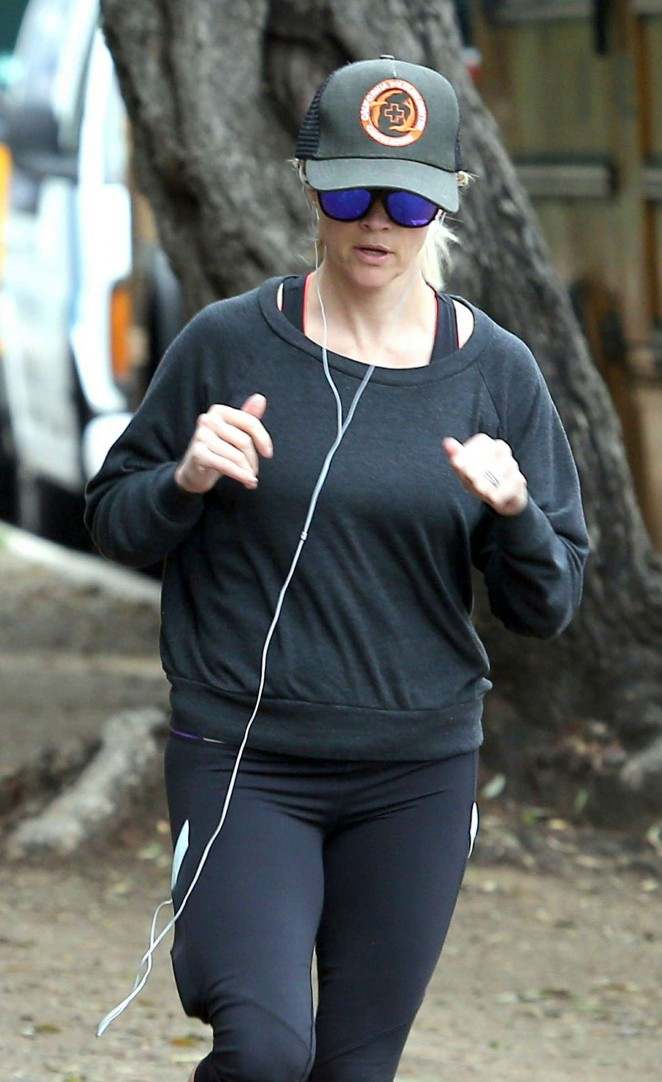 Reese Witherspoon in Leggings -14