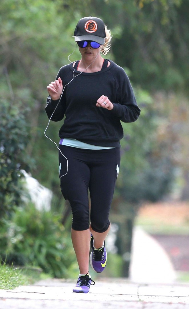 Reese Witherspoon in Leggings -16