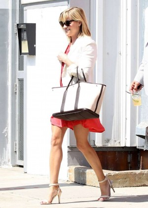 Reese Witherspoon at church in Santa Monica-01