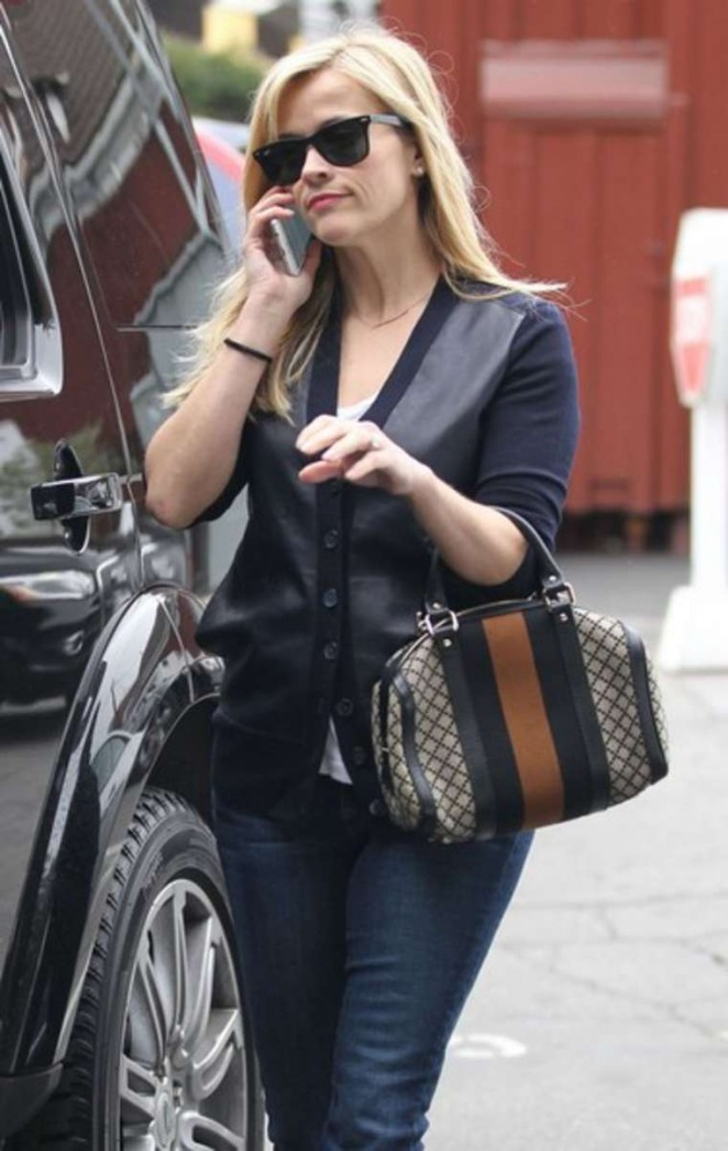 Reese Witherspoon in Jeans Out Shopping In Brentwood