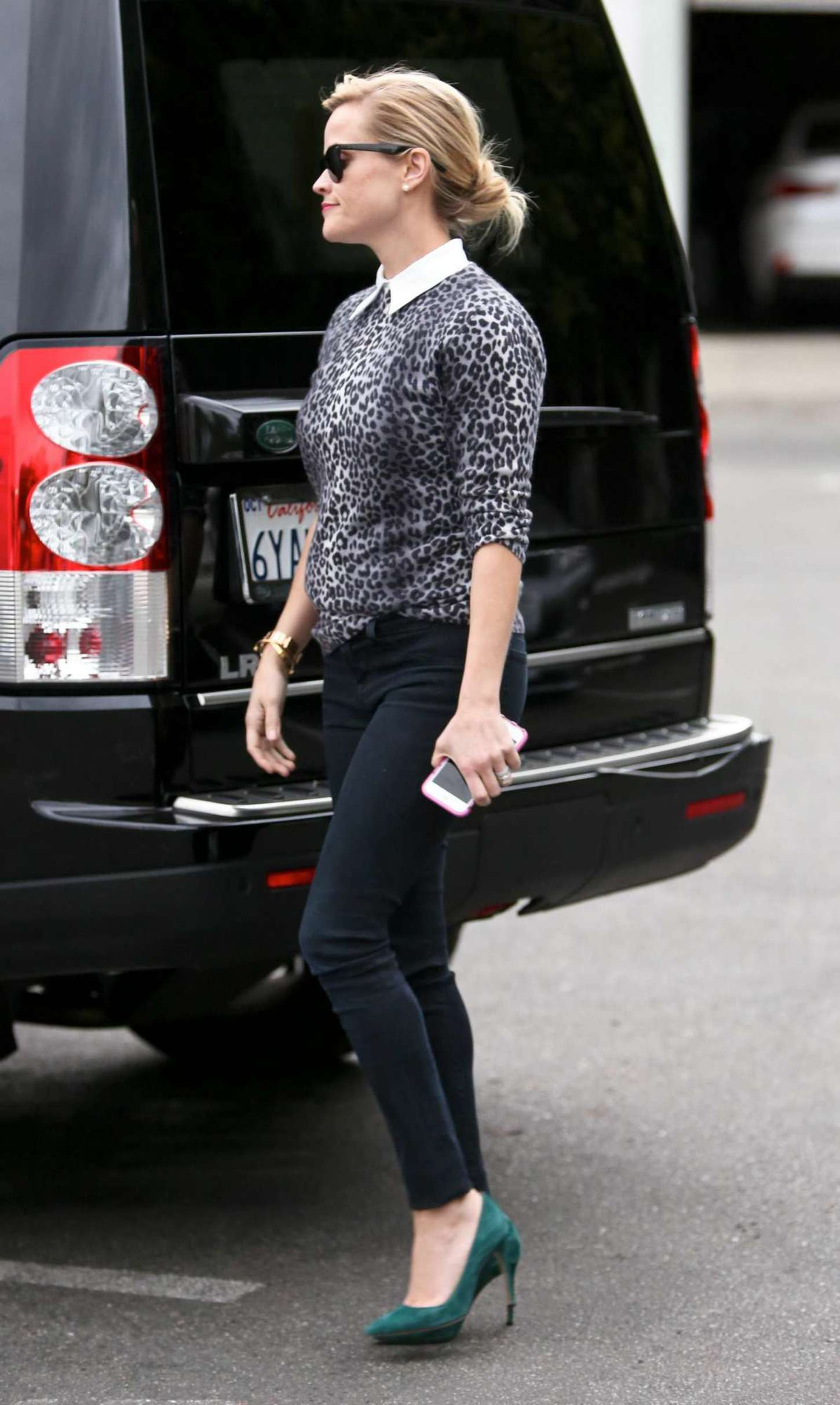 Reese Witherspoon 2014 : Reese Witherspoon in Tight Jeans -04