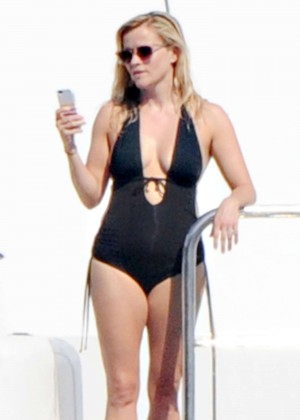 Reese Witherspoon in a Black Swimsuit on a Yacht in Italy