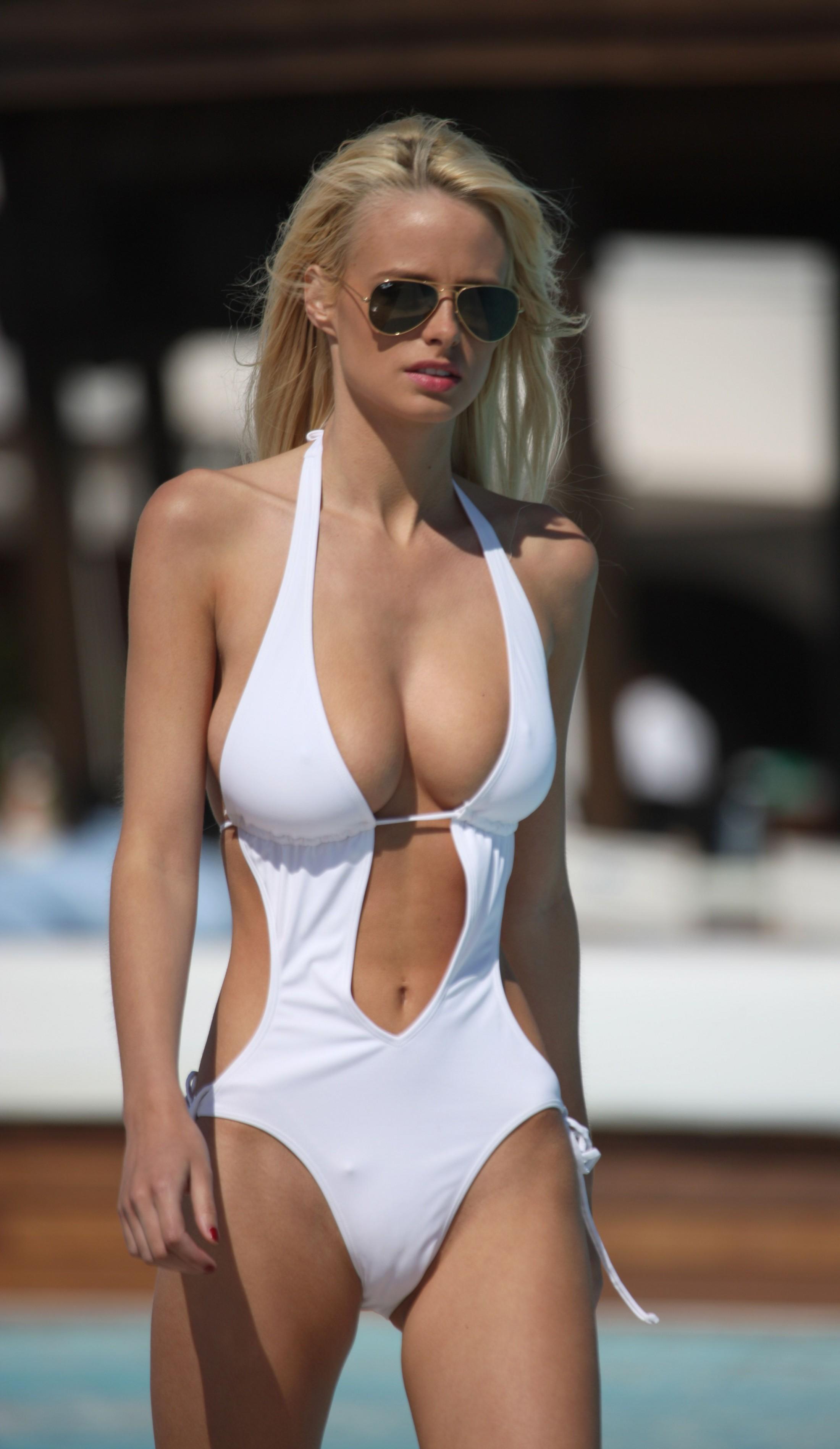 Hottest naked moms-8857