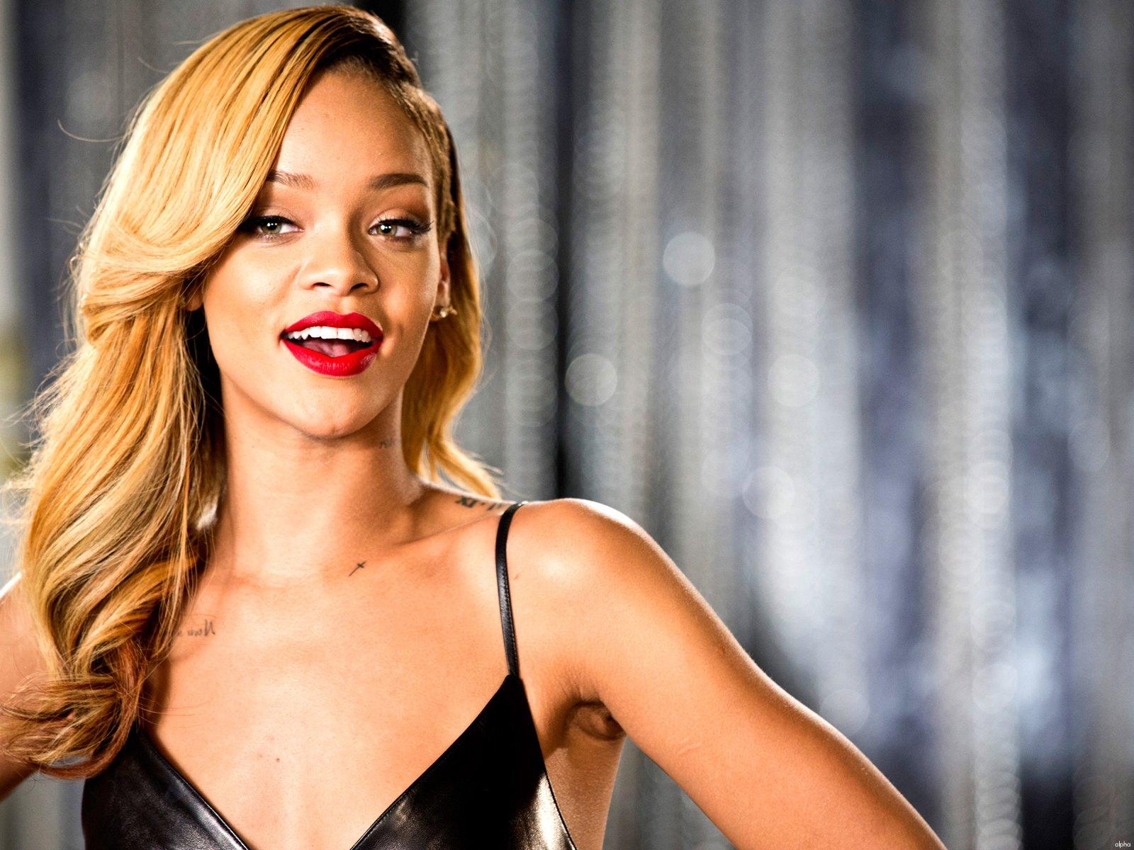 Rihanna 2013 : Rihanna Hot 20 Bikini Wallpapers -16