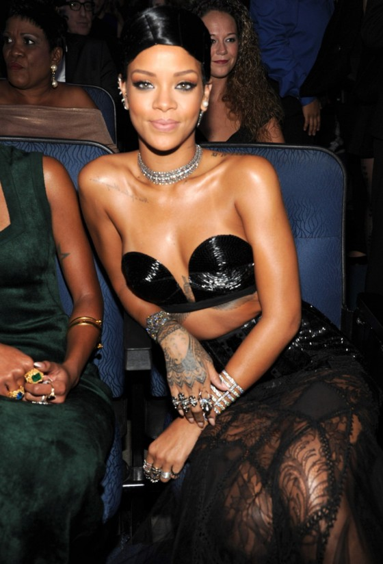 Rihanna: 2013 American Music Awards -01