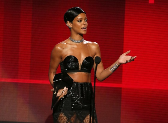 Rihanna: 2013 American Music Awards -02