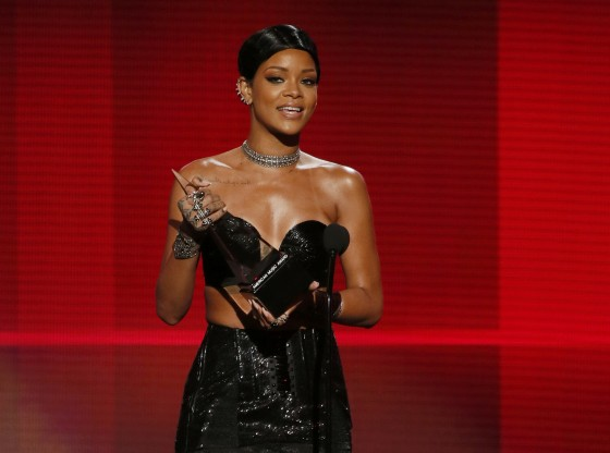 Rihanna: 2013 American Music Awards -05