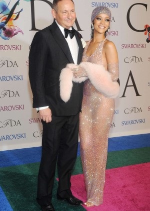 Rihanna Dress at 2014 CFDA Fashion Awards -04