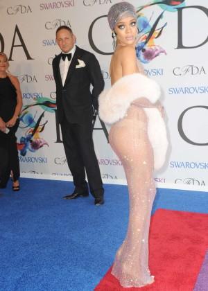 Rihanna Dress at 2014 CFDA Fashion Awards -05