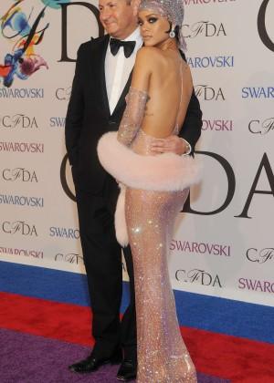 Rihanna Dress at 2014 CFDA Fashion Awards -06