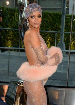 Rihanna Dress at 2014 CFDA Fashion Awards -12