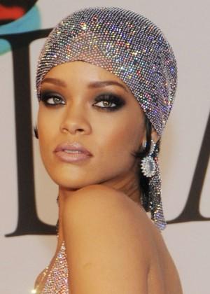 Rihanna Dress at 2014 CFDA Fashion Awards -14