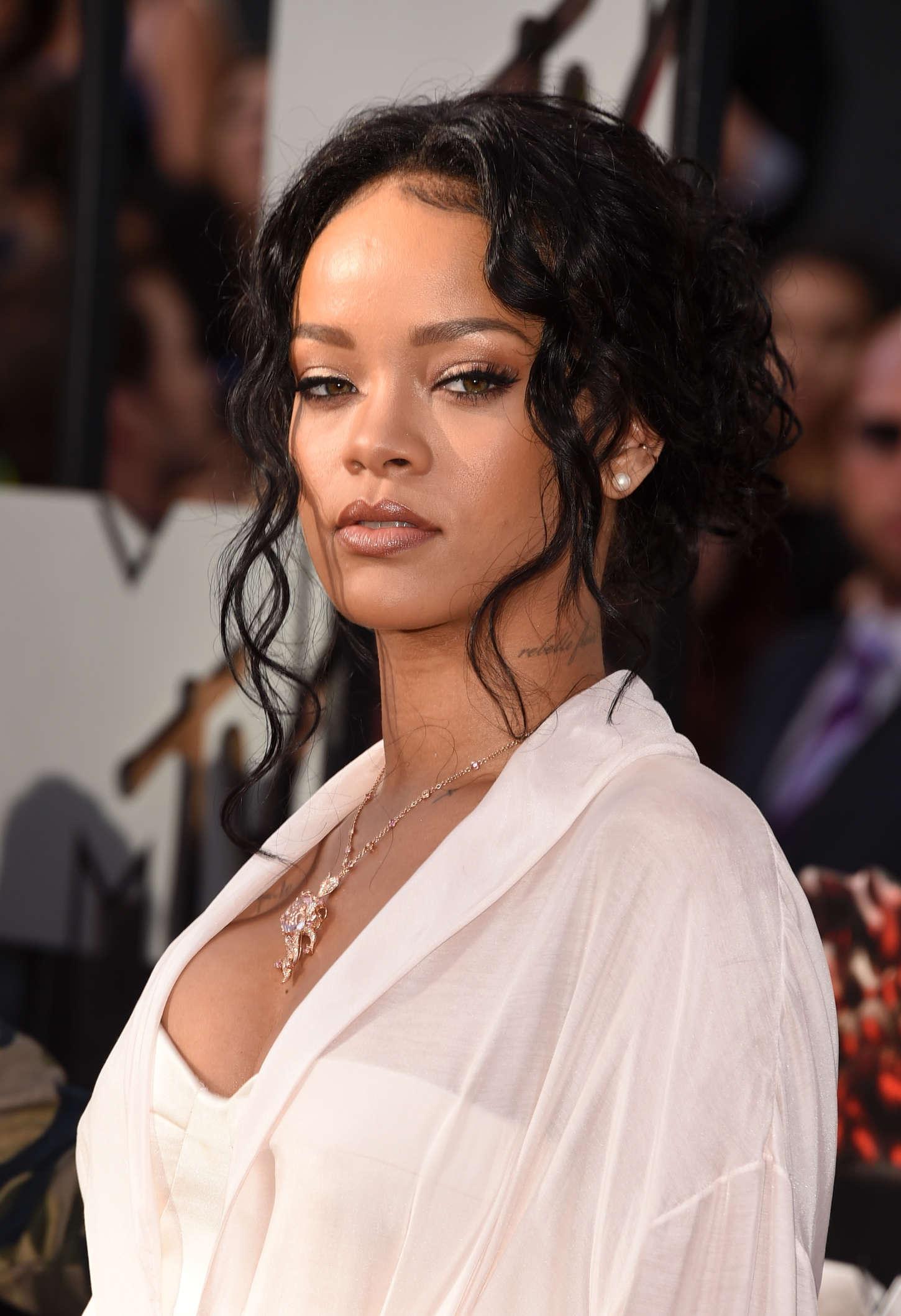 Rihanna 2014 Mtv Movie Awards 02 Gotceleb