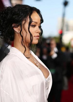 Rihanna: 2014 MTV Movie Awards -08
