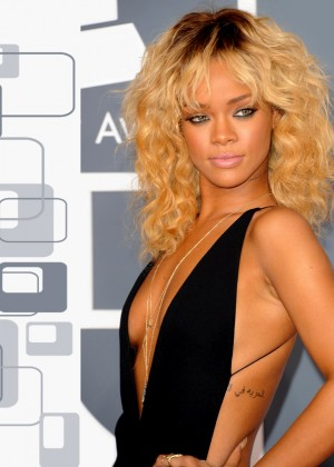 Rihanna 22 Hot Widescreen Wallpapers -07
