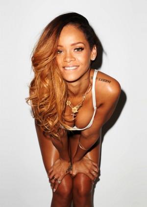 Rihanna 22 Hot Widescreen Wallpapers -21