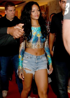 Rihanna arrives at her Hotel in Rio -09