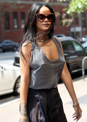 Rihanna - Arriving at a office in NYC