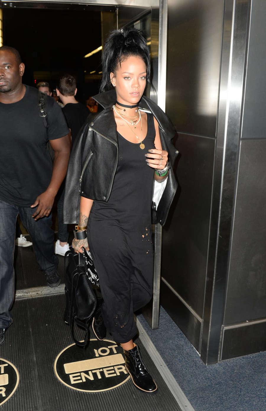 Rihanna in Black Dress -13 - GotCeleb