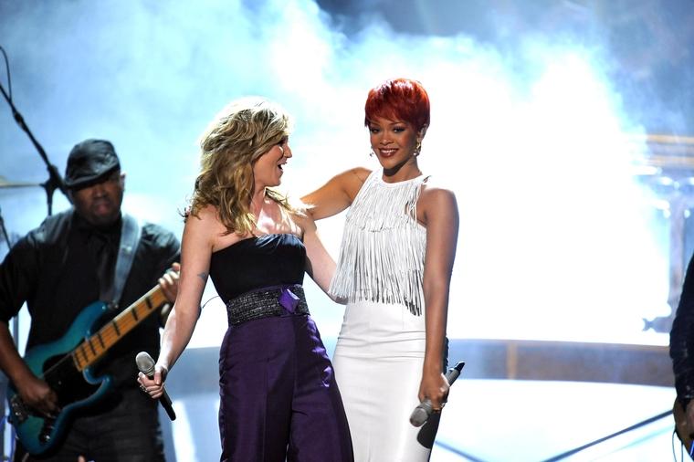Rihanna 2011 : Rihanna-02