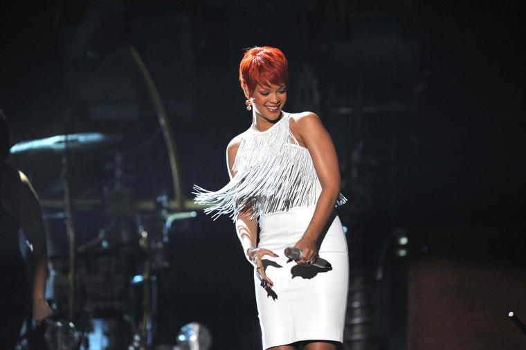 Rihanna 2011 : Rihanna-25