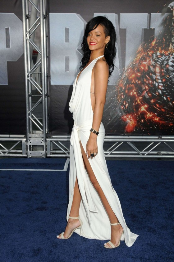 Rihanna at BATTLESHIP Premiere in LA-01