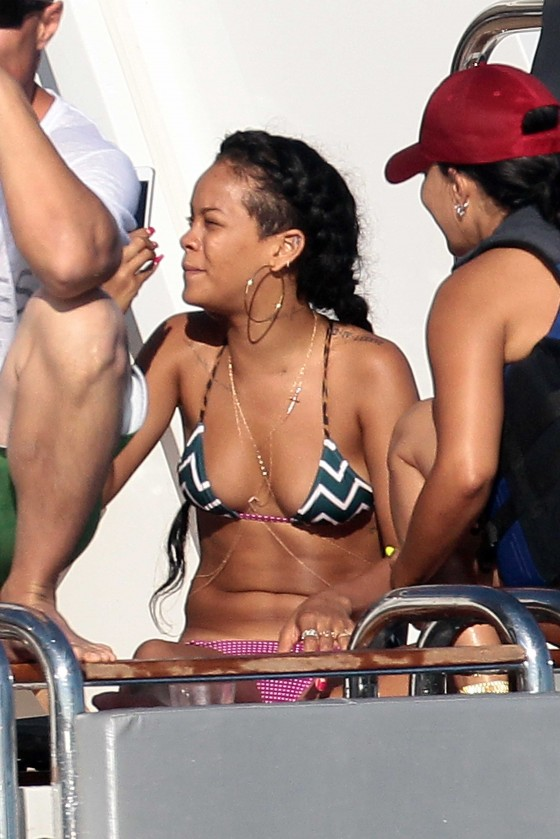 Rihanna – Hot Bikini Photo-07