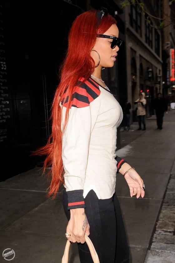 Rihanna 2011 : Rihanna-01