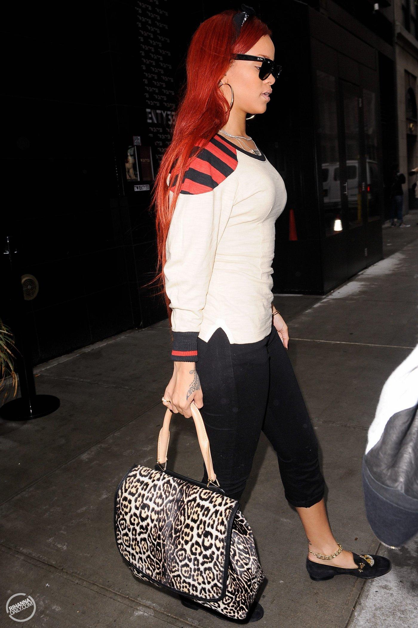 Rihanna 2011 : Rihanna-03