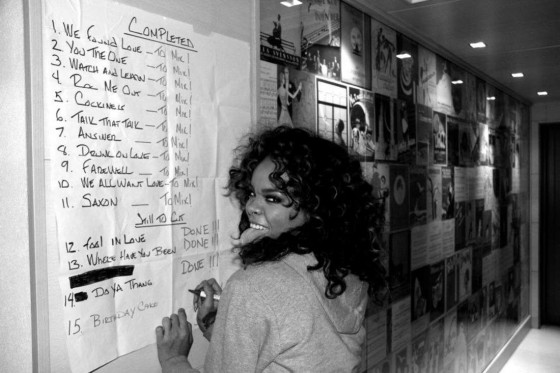 Rihanna – Candids in the Studio