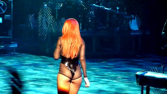 Rihanna butt show - Sydney concert March