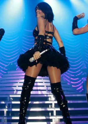 Rihanna Concert Widescreen Wallpapers -11
