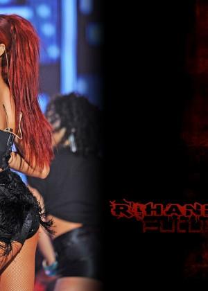 Rihanna Concert Widescreen Wallpapers -16