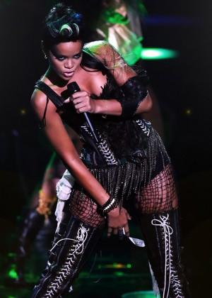 Rihanna Concert Widescreen Wallpapers -18