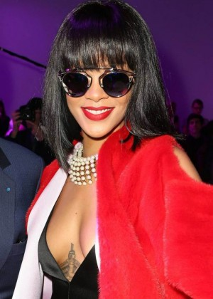 Rihanna: Dior Fashion Show in Paris -07