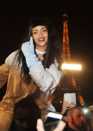 Rihanna - Filming in Paris