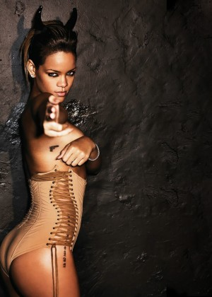 Rihanna Hot Widescreen Wallpapers -13