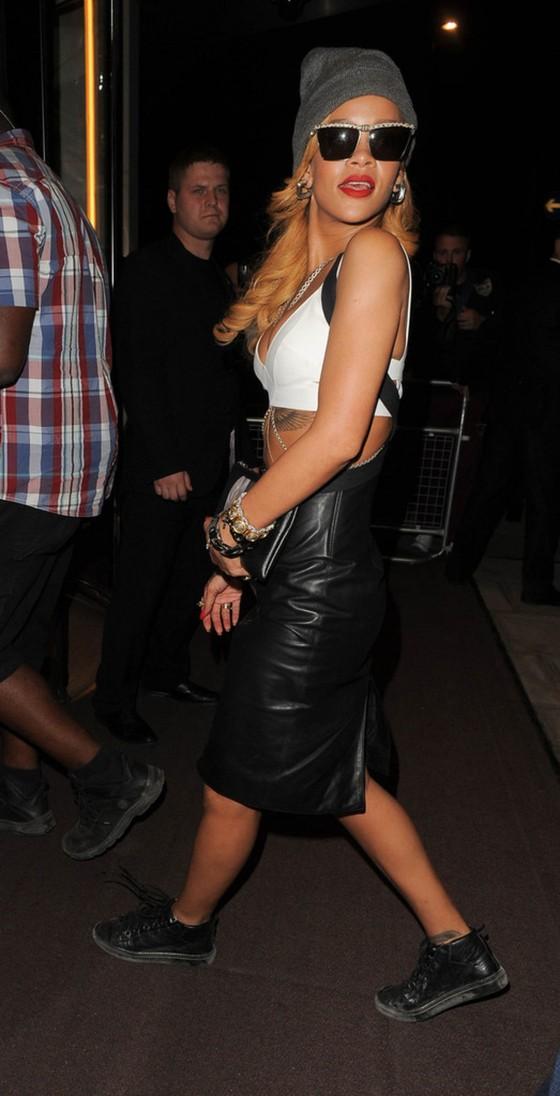 Rihanna – Leaves the London Hotel
