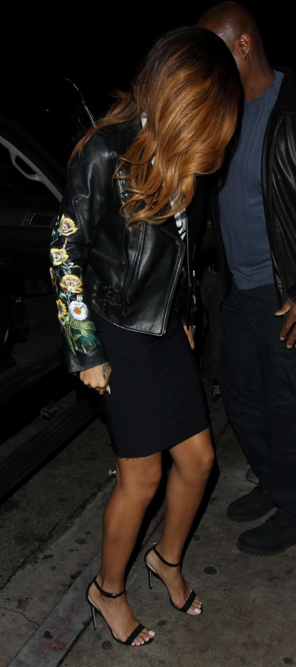 Rihanna Legs-03 - GotC... Jay Z