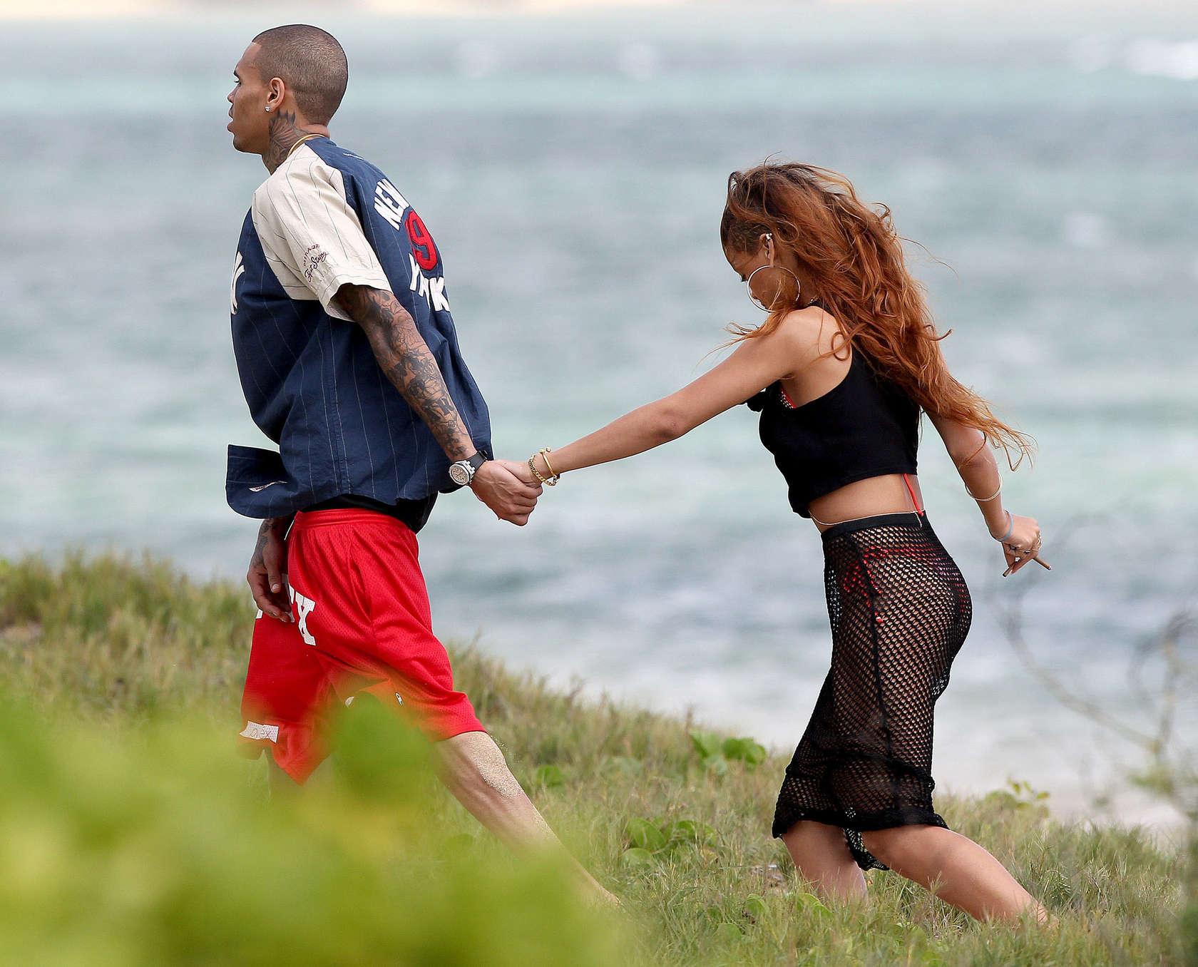 Rihanna 2013 : Rihanna in bikini bottom in Hawaii -02