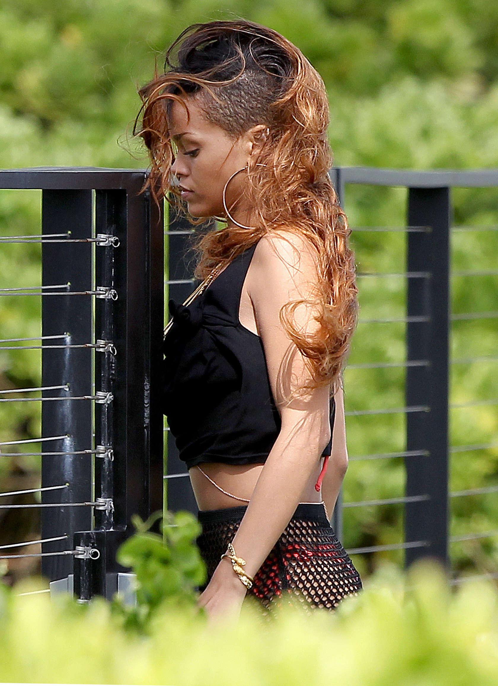Rihanna 2013 : Rihanna in bikini bottom in Hawaii -06